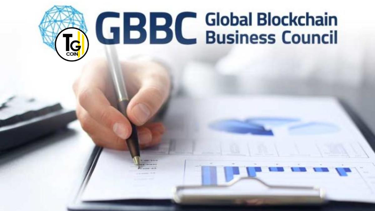 """Il Global Blockchain Business Council o GBBC è la principale associazione di settore per l'ecosistema tecnologico blockchain. Lanciato a Davos nel 2017, il GBBC riunisce innovatori e leader del settore di oltre 50 paesi. Inoltre coinvolge ed educa regolatori, leader aziendali e legislatori. In merito ai vantaggi e alle applicazioni di questa tecnologia rivoluzionaria. Il suo motto è: """"Crediamo nella capacità della tecnologia blockchain di creare società più sicure, eque e funzionali in tutto il mondo."""""""