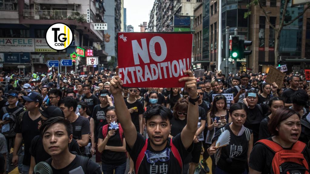 Le proteste hanno contribuito a spingere il governo di Hong Kong ad adottare una serie di misure. L'esecutivo ha deciso di portare tutte le criptovalute sotto la supervisione del suo regolatore dei titoli. La spinta normativa oltre che dalle proteste, sembra far parte di un'iniziativa mondiale. Per frenare gli scambi di criptovaluta. Possibilmente con il pretesto di preoccupazioni sul riciclaggio di denaro.