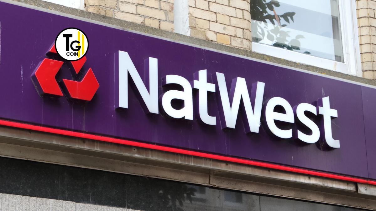 NatWest è l'abbreviazione di National Westminster Bank. Questa è una banca commerciale britannica, sussidiaria del 2000 del gruppo Royal Bank of Scotland.